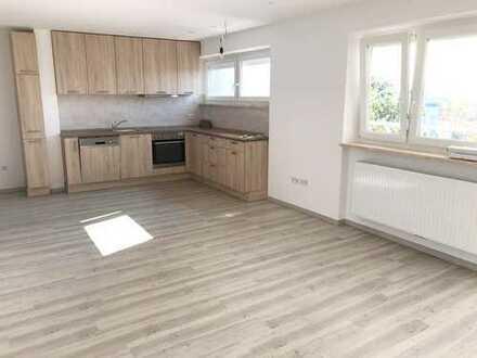 Komplett sanierte sonnige 4-Zimmer-Wohnung im Westen von Regensburg zu vermieten, auch WG geeignet!!
