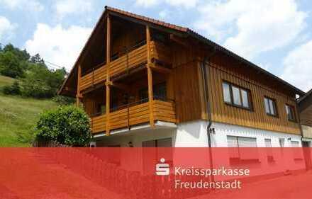 Idyllisch gelegenes Dreifamilienhaus mit Garage in Baiersbronn