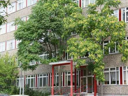 Zentral gelegenes Bürogebäude / Wohnheim in Eisenhüttenstadt