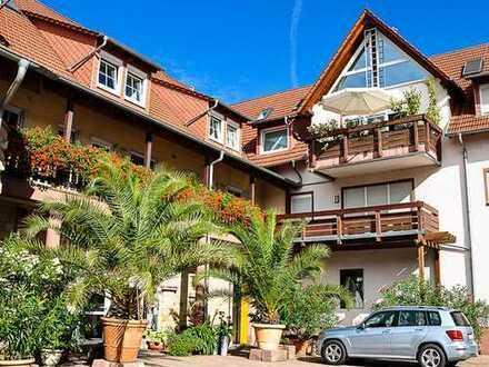 Wohnen auf dem Weingut: 3-Zimmer-Dachgeschosswohnung mit Balkon