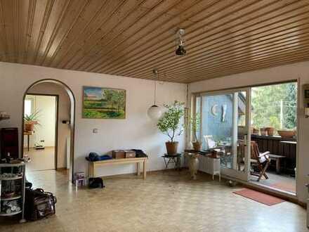 Exklusive großzügige 3,5 Zi- Dachgeschosswohnung mit Einbauküche, 2 Balkone in Esslingen.