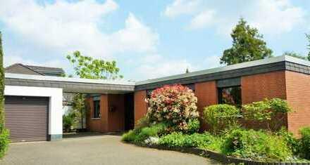 ***Ddorf-Urdenbach/Benrath, top gepflegter Bungalow mit prachtvollem + sonnigen Gartengrundstück!***