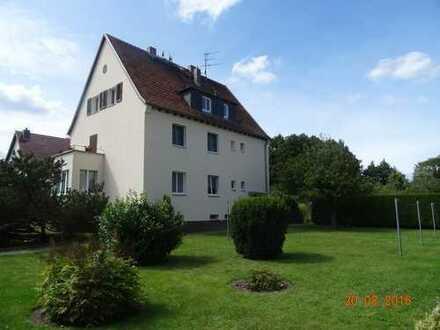 Helle zentrumsnahe und kernsanierte 2-Zimmer-DGS-Wohnung, Einbauküche, Gartennutzung, PKW-Stellpl.