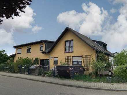 Nettes Zweifamilienhaus mit einigen Besonderheiten in Mannheim-Casterfeld