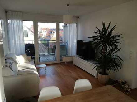 Exklusive, möblierte 2-Zimmer-DG-Wohnung mit Balkon und TG-Stellplatz