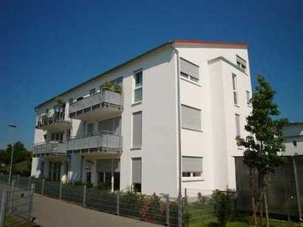 Moderne 4,5 ZKB-Galerie-Wohnung in bester Lage mit EBK, Südbalkon, Aufzug und TG-Platz!