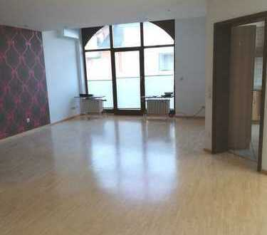 Helle, klimatisierte 3-Zimmer-DG-Wohnung mit Balkon und EBK in Achern