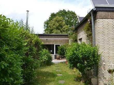 Sehr schöner Flachdach-Bungalow mit Garten und Garage in Hochdahl