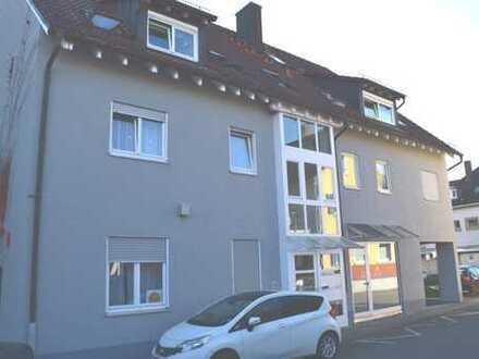 Helle gepflegte 3 Zimmer Maisonette-Wohnung mit Balkon