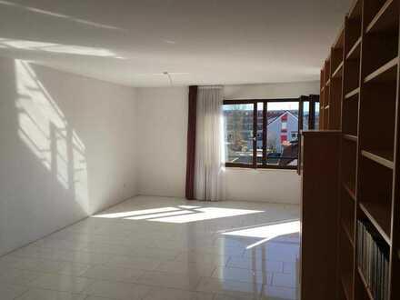 Exklusive, modernisierte 3,5-Zimmer-Wohnung mit Balkon und Einbauküche in Schwäbisch Gmünd