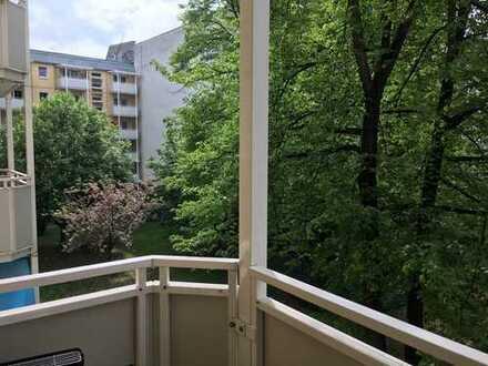 Ruhige 2-Zimmer-Wohnung mit Balkon und Einbauküche in Friedrichshain, Berlin
