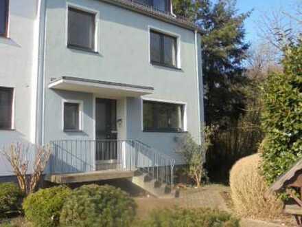 Gepflegtes Einfamilien-Reihenendhaus mit 2 Balkonen, Terrasse, SW-Garten und Garage in Oberneuland