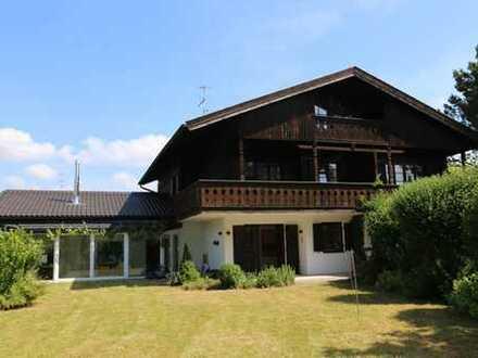 Breitbrunn am Chiemsee - Anspruchsvoll modernisierte Doppelhaushälfte mit zauberhaftem Grundstück