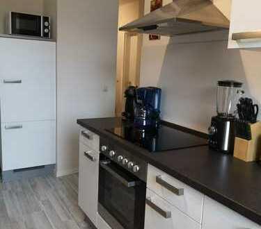 Modernisierte 2-Zimmer-Wohnung mit Balkon und Einbauküche in Rödlitz