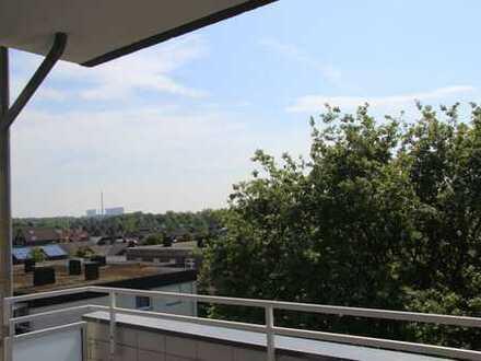 Sehr gepflegte 3 Zimmer Wohnung mit Balkon - TOP Aussicht + EBK