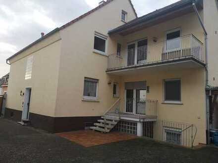 1 -2 Familienhaus mit Keller, Hof und Garten