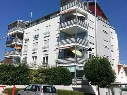 Gepflegte, helle 3-Zimmer-Wohnung mit Balkon, Gäste-WC und EBK in Tettnang