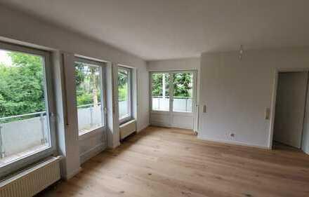 Erstbezug nach Renovierung mit Einbauküche und Balkon: stilvolle und helle 3-Zimmer-Wohnung
