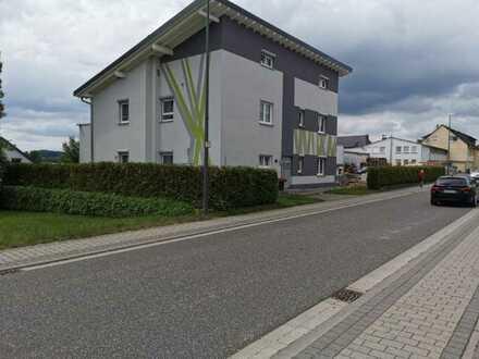Modernes 2-Familienhaus mit großem Garten