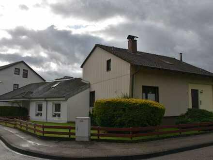 2 Häuser auf 650m² Grund zu verkaufen mit Garage u. Carport
