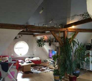 Gepflegte 3-Raum-DG-Wohnung mit Balkon und Einbauküche in Neu-Ulm
