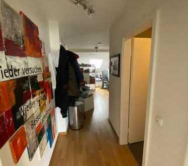 **Ludwigsvorstadt-Isarvorstadt** - zentrale, möbilierte 1,5-Zimmer-DG-Wohnung mit Einbauküche