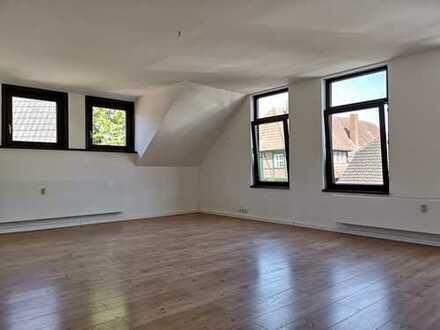 Wunderschöne, renovierte 4 Zimmer Wohnung in einem 3- Parteienhaus mit separatem Eingang.