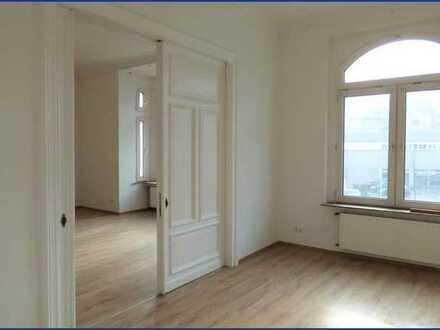 Geräumige, zentrumsnahe Altbauwohnung mit Balkon & Pkw-Stellplatz