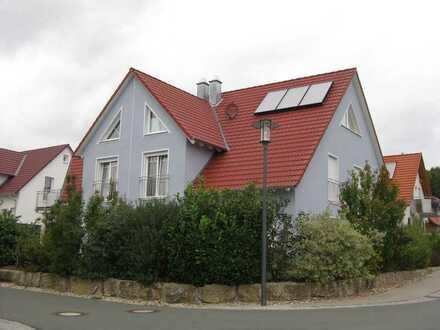 Gehobene Doppelhaushälfte inkl. Einbauküche in Lonnerstadt