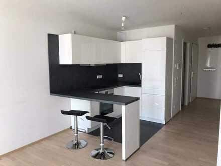 Moderne 2,5-Zimmer Wohnung in Herrenberg mit EBK, Parkett, ebenerdige Dusche und Aufzug zur Wohnung