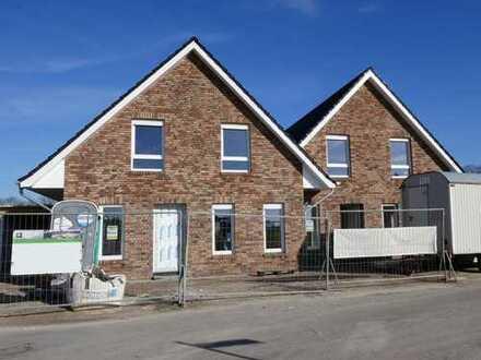Neubau-Doppelhaushälfte in zentraler Wohnlage von Flachsmeer, www.deWeerdt.de