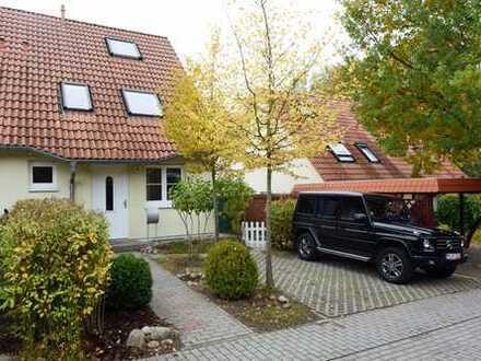 Schönes Doppelhaus mit Parkett, Garten und Einbauküche