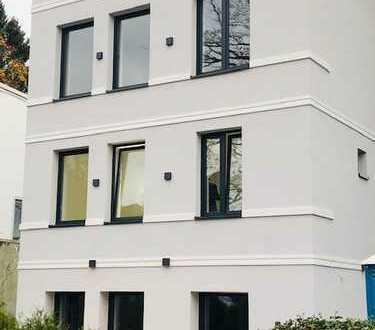 Freistehendes Einfamilienhaus, komplett renoviert, bezugsfertig!
