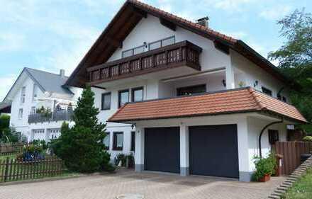 Vermiete Einfamilienhaus mit Doppelgarage und sonniger Terrasse