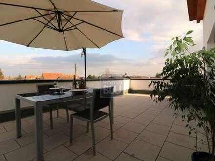 BEZUGSFREI !! Modernes Penthouse mit traumhafter Dachterrasse, 2 Stellplätzen und Aufzug !!