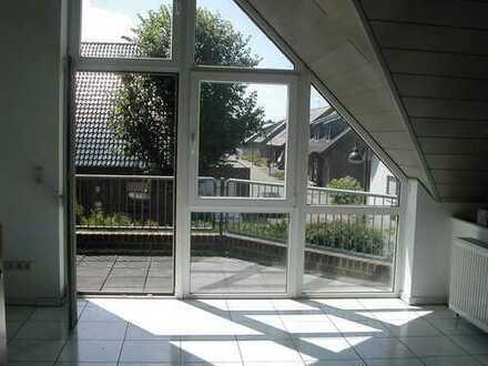 #Lichtdurchflutet Wohnen im Maisonettestil mit Studio & Garage#
