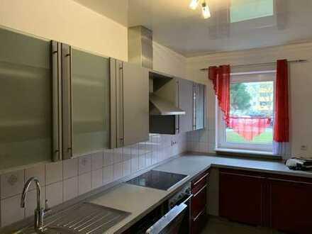 Großzügige 5-Zimmer-Wohnung mit Balkon und Einbauküche