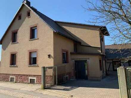Sanierte Wohnung mit drei Zimmern und Einbauküche in Bad König