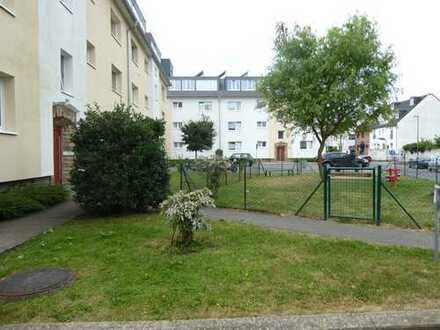 Hausverwaltung vermietet in Rath-Heumar helle und ruhige Erdgeschoßwohnung in der Birkenallee 11
