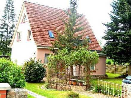 Dr. Lehner Immobilien NB - Schmuckes Einfamilienhaus mit Einliegerwohnung am Wasser