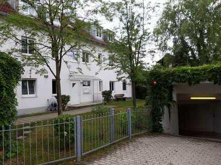 Schöne 2 Zimmer DG-Wohnung mit Balkon und TG-Platz in Untermenzing (700 m zur S-Bahn)