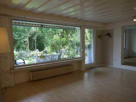 Vollständig renovierte 2,5-Zimmer-Wohnung mit Terrassse im Grünen für Single