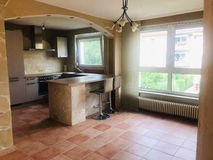 Gepflegte 4-Zimmer-Wohnung mit Balkon und EBK in Fürth am Südstadpark
