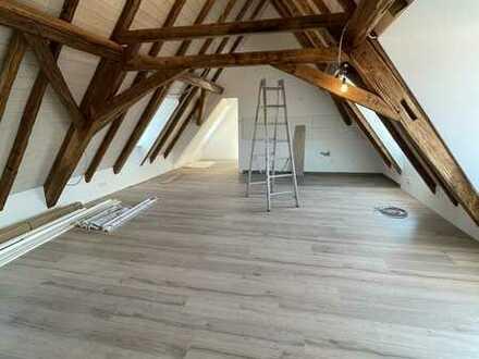 Erstbezug nach Sanierung: freundliche 2-Zimmer-DG-Wohnung in Hammersbach