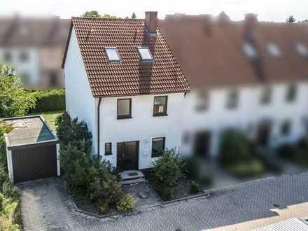 Wunderschönes REH mit Terrasse, Garten und Garage in Fürth - Sack