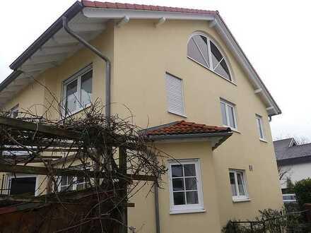Hier ist Platz für Kind und Kegel -  großzügige Doppelhaushälfte mit ca. 240 m² Wohnfläche!
