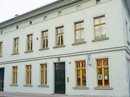 Traumhafte Dachgeschosswohnung mit großen Fenstern