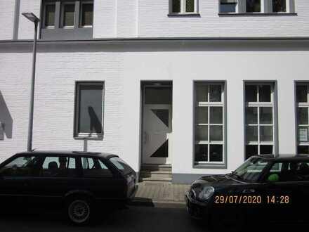 Sehr schöne 5-Raum-Wohnung in GE-Buer; Eingang Raiffeisenstraße