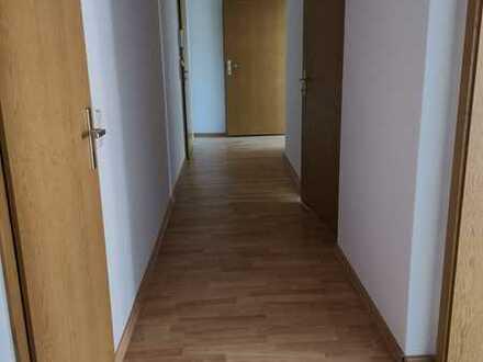 1 MONAT KALTMIETFREI !! Herrlich renovierte 3 Zimmer-Wohnung mit Balkon und Top-Aussicht