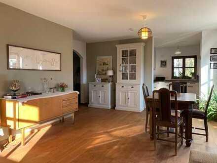 Stilvolle, vollständig renovierte 4-Zimmer-Maisonette-Wohnung in München Großhadern